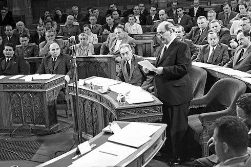 Imre Nagy- chef du gouvernement provisoire hongrois