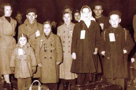 Réfugiés hongrois accueillis au Canada et ayant quitté Budapest après l'invasion du pays par l'Armée rouge en 1956