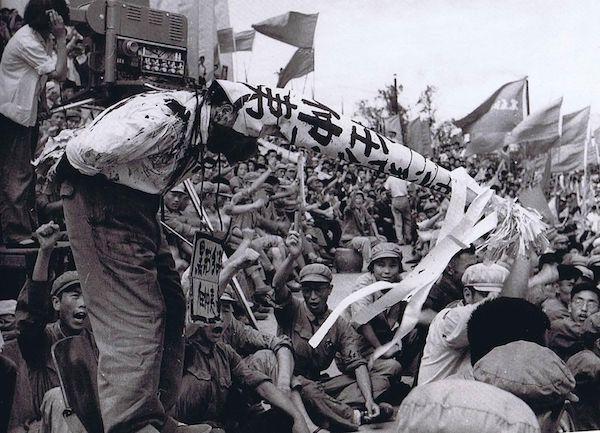 Révolution culturelle en Chine-Les gardes rouges font la loi