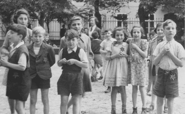 Terezin-Theresienstadt-musiciens juifs-nazis-camp-enfants
